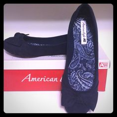 American Eagle Worn only once shows very little wear in good condition. Very nice Navy blue with a cute bow on the front.  Sorry no trades, ??questions?? please ask American Eagle by Payless Shoes Flats & Loafers