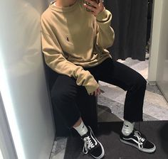 Pin: Art です — Visit shop mode here — femme tendance Retro Outfits, Boy Outfits, Trendy Outfits, Fashion Outfits, Mode Streetwear, Streetwear Fashion, Mode Man, Korean Fashion, Mens Fashion