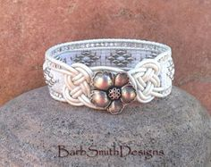 Azul plata Superduo brazalete pulsera Twisted por BarbSmithDesigns