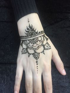 Simple Henna Design by @ibhenna