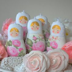 Set of 5 Babushka dolls ornament, plush matryoshka dolls for nursery and home decor. Shabby chic style in white and pastel pink roses. Set of 5 hanging toys. Babushka doll is made oh high quality cotton fabrics. Each doll has a loop for easy hanging. You can use this dolls for your nursery mobile, create your own shabby garland, decorate Christmas tree, Baby shower party etc! For adult people - it can be soft and safe car hanging ornament.  This cute toy can be a sweet and delicate gift for…