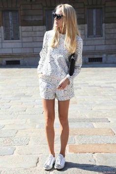 Of het nu een bewuste stijlkeuze is of gewoon uit gemakzucht: we love it! Ga voor een effen setje of voor een gedurfde print, een pantalon met een matchende blouse of een rok met een bijbehorende crop top. Je kunt naar hartenlust mixen en matchen. Hoe draag jij deze trend? Is het toch nog een […]