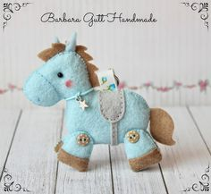 Barbara Handmade...: Filcowe koniki / Felt horses Felt Diy, Felt Crafts, Diy Crafts, Crafty Projects, Sewing Projects, Baby Shower, Felt Animals, Plushies, Dinosaur Stuffed Animal