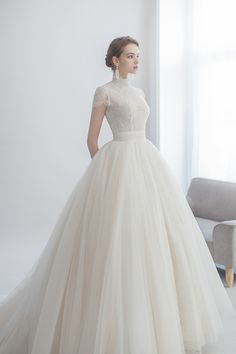18 Wedding Dresses that Matches the Classic Wedding Venue Style - Praise Wedding Modest Wedding Dresses, Wedding Dress Styles, Bridal Dresses, Western Wedding Dresses, Simple Wedding Gowns, Relaxed Wedding, Casual Wedding, Dress Wedding, Boho Wedding