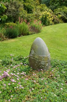 Carved stone garden art in a bed of Erigeron Garden Architecture, Art 3d, Garden Stones, Environmental Art, Stone Carving, Land Art, Installation Art, Rock Art, Art Forms