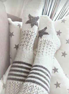 Knitting Projects, Knitting Patterns, Crochet Patterns, Crochet Boots, Knit Crochet, Mode Crochet, Cozy Socks, Knitting Socks, Bunt