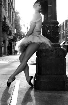 Ballerina in the street... Want this photo!