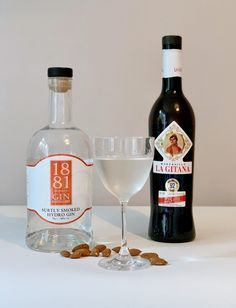 1881 Subtly Smoked martini with smoked almonds Gin Recipes, Cocktail Recipes, Cocktails, Drinks, Gin Distillery, Gin Tasting, Gin Gifts, Gin Lovers, Almonds