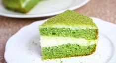 Spinach Cake with Whipped Cream Frosting is a delicious green cake. This spinach cake recipe is easy to make and it's a great way to eat a healthy spinach. Easy Cake Recipes, Frosting Recipes, Dessert Recipes, Desserts, No Bake Biscuit Cake, No Bake Cake, Spinach Cake, How To Make Biscuits, Green Cake