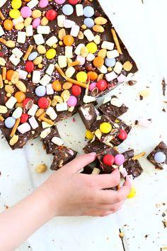 No niin, nyt ollaan viimeisen, mutta ei vähäisemmän ohjeen kimpussa ajatellen meidän lasten synttäritarjottavia. Tarjolla oli herkullistensyd… Rocky Road, Fudge, Sprinkles, Candy, Breakfast, Desserts, Recipes, Food, Morning Coffee