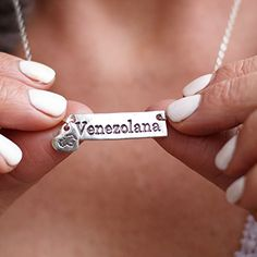 Cadena Venezolana de Plata Venezuelan Necklace For Women Tree Pendant, Oval Pendant, Pretty Backrounds, Monogram Necklace Silver, Venezuelan Women, Cute Couple Gifts, Heart Map, Monster High Birthday, Aquamarine Gemstone