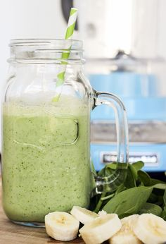 skinny green monster smoothie Ingredients 1 cup unsweetened almond milk 1 very ripe banana, frozen if possible and sliced 2 handfuls green spinach 1 Tbsp Chia seeds 1 scoop vanilla Beverly International protein powder 1 Tbsp natural peanut butter (optiona Juice Smoothie, Smoothie Drinks, Healthy Smoothies, Healthy Drinks, Fruit Smoothies, Smoothie Recipes, Healthy Snacks, Power Smoothie, Diet Drinks