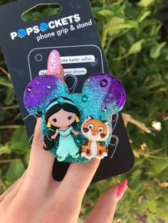 Jasmine and Rajah Inspired Mickey Head Popsocket Aladdin Inspired! Disney Pop, Cute Disney, Cute Popsockets, Disneyland, Popsockets Phones, Phone Grip And Stand, Iphone Cases Disney, Mickey Head, Airpod Case