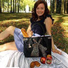 #Repost @seide1s  Baguettes  fromage  wine  Vivajennz = A perfect picnic in Versailles #versailles #marieantoinettestyle