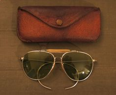 OLD GREEN LENS Ray Ban Pilot Sunglasses With Case Military