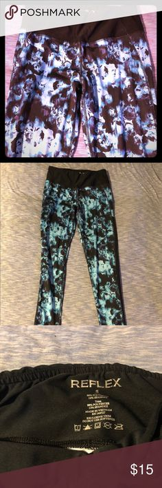 black blue roses floral leggings yoga pants S Awesome leggings/ yoga pants/ active wear!  Size ladies S.  Like new condition.  Offers always accepted! Pants
