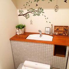 コーディネートNo.238301「」。10,000枚以上の美しい家の写真から好きな1枚を探そう。あなただけのお気に入りフォルダやまとめを作ってみませんか?会員登録は無料です! Love Home, Kitchen And Bath, Home Kitchens, Toilet, Diy And Crafts, Architecture, Storage, Interior, House