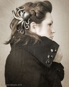 There is an octopus. In her hair. I want an octopus. In my hair. Le Kraken, Steampunk Hairstyles, Twist Headband, Steampunk Fashion, Steampunk Clothing, Steampunk Couture, Renaissance Clothing, Gothic Steampunk, Victorian Gothic