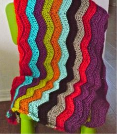 Simple Rainbow Chevron Crochet Pattern | Make a gorgeous and easy rainbow ripple stitch pattern to relieve your daily stress.