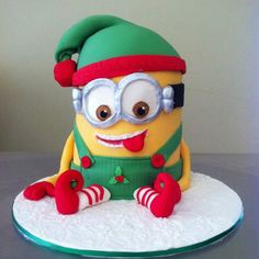 Cheeky Elf Minion Mash Up perfect for christmas More christmas cake Christmas Goodies, Christmas Desserts, Christmas Treats, Christmas Baking, Christmas Cakes, Xmas Cakes, Christmas Birthday Cake, Christmas Parties, Christmas Holiday