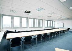 """Konferenz-/Schulungsraum """"Sparrenburg I und II""""  Ausstattung Tische, Stühle  Anordnung Tische nach Kundenwunsch  Technik Beamer, W-LAN, Flip-Chart, PIN-Wände"""