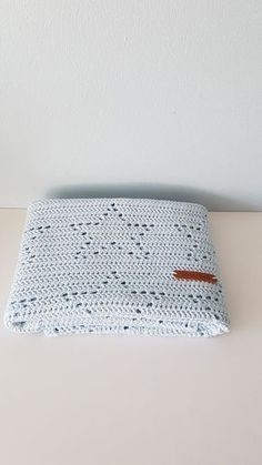 I hope you have enjoyed this beautiful crochet, the free pattern is HERE so you can make a beautiful crochet. Crochet Blanket Patterns, Baby Blanket Crochet, Crochet Stitches, Crochet Baby, Stitch Patterns, Knitting Patterns, Filet Crochet, Diy Crochet, Knitted Blankets