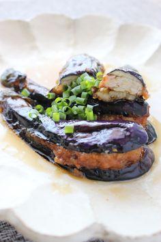 ナスの鶏ひき肉挟みの揚げ浸し by さっちん (佐野幸子) 「写真がきれい」×「つくりやすい」×「美味しい」お料理と出会えるレシピサイト「Nadia | ナディア」プロの料理を無料で検索。実用的な節約簡単レシピからおもてなしレシピまで。有名レシピブロガーの料理動画も満載!お気に入りのレシピが保存できるSNS。