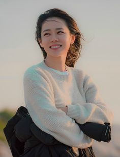 Son Ye-Jin is Yoon Jin-Ah in Pretty Noona Who Buys Me Food (Something in the Rain). Live recapping at Drama Milk! Korean Actresses, Korean Actors, Actors & Actresses, Korean Star, Korean Girl, Korean Beauty, Asian Beauty, My Wife Got Married, Korean Celebrities