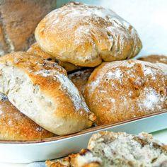 Valnötsbröd – enkelt recept Raw Food Recipes, Bread Recipes, Cooking Recipes, Savoury Baking, Bread Baking, True Food, Swedish Recipes, Bagan, Food Inspiration