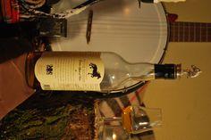 """Frysk Hynder is een Nederlands whisky uit Bolsward!  Slechts 3 jaar jong, een ietwat scherpe whisky met steeds verschillende smaken afhankelijk van het vat. Wachten op de 10 jaars....  Deze whisky word geschonken binnen het """"verwenarrangement"""""""