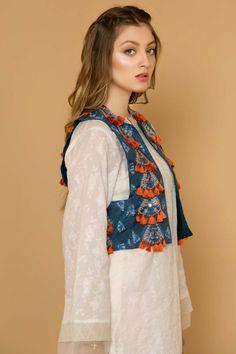 Shrugs for dresses – Lady Dress Designs Pakistani Dress Design, Pakistani Dresses, Indian Dresses, Indian Fashion, Boho Fashion, Fashion Dresses, Classy Fashion, Party Fashion, Kurta Designs