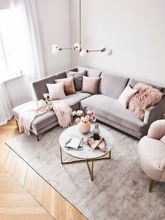 How To Decorate A Grey and Blush Pink Living Room Learn how to combine grey and pink for an amazing living room your guests will fall in love with! Get free tips and ideas for great home decor! - Grey and Blush Pink Living Room Blush Pink Living Room, Living Room Grey, Interior Design Living Room, Pink Room, Living Room Ideas Pink And Grey, Living Room Carpet, Glamour Living Room, Pastel Living Room, Boho Living Room