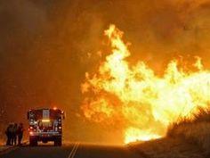 Santa Clarita fire: Hundreds evacuated as flames engulf 11,000 acre area around Los Angeles   Americas   News   The Independent