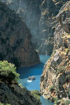 International Douro Natural Park, border between Portugal and Spain ✯ ωнιмѕу ѕαη∂у Douro Portugal, Visit Portugal, Spain And Portugal, Maderia Portugal, Oh The Places You'll Go, Places To Travel, Travel Destinations, Places To Visit, Portugal Vacation