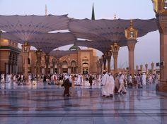 Prophet Shrine Masjid Al Nabawi in Madinah Saudi Arabia Shiled Al Masjid An Nabawi, Masjid Al Haram, History Of Islam, Islam Religion, How He Loves Us, Madina, Prophet Muhammad, Travel Agency, Pilgrimage