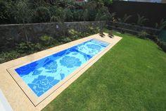 Carril de nado con diseño en mosaico