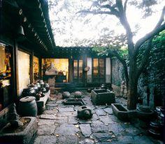 elegant courtyard of Tongin gallery, insadong, seoul
