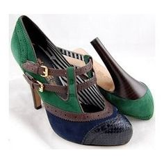 Just love vintage styled shoes.... They look so 30's 40's....