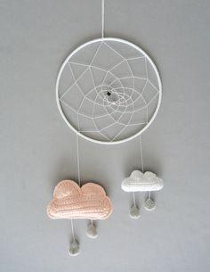 Attrape rêve / mobile nuage au crochet fait main : Décoration pour enfants par ligne-retro