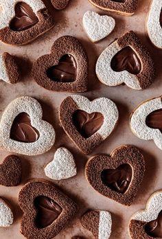 Linzer Cookies, Nutella Cookies, Mini Cookies, Heart Cookies, Cut Out Cookies, How To Make Cookies, Chocolate Cookies, Love Chocolate, Chocolate Hazelnut