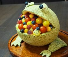 A Hungry Frog-Shaped Melon Bowl Dessert | Washoku.Guide
