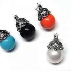 Pendientes de plata de primera ley con marquesitas y una perla debajo de color a elegir blanco, negro, gris, azul o rojo