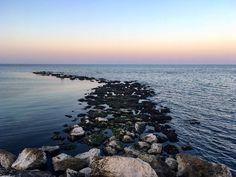 Quiete e Tempesta. #sunset #sunsets #pesaro #sky #orangesky #sea #seasunset #mare #tramonto #cielo #landscape #blue #purple #violet #landscapephotography #view #views #lungomare #marche #instaday #instamood #clouds #onda #igerspu #igerspesaro #igers #igerspesarourbino