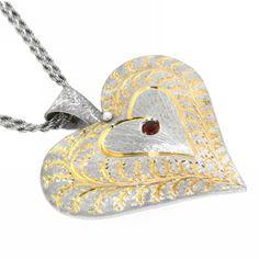 Ciondolo in Argento con innesti in oro e rubino centrale  lo trovi qui http://www.staingold.com