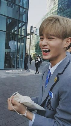 Image uploaded by Merve Çiçek. Find images and videos about wanna one, produce 101 and lee daehwi on We Heart It - the app to get lost in what you love. Korean Boy Bands, South Korean Boy Band, Jinyoung, Guan Lin, David Lee, Kim Dong, Produce 101 Season 2, Lee Daehwi, Kim Jaehwan