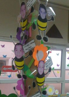 """cute bees with students pictures. """"I've been a busy bee this year! Kindergarten Rocks, Kindergarten Crafts, Kindergarten Classroom, Classroom Themes, Classroom Activities, Preschool Crafts, Childhood Education, Kids Education, Student Picture"""