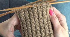 Kierrejoustin tuo sukanvarteen uutta twistiä. Katso videolta, miten helppoa sitä on neuloa. Kierrejoustimen ohje pyöröneuleena: 1. krs: Neulo 1 s nurin, 2 s oikein. Toista koko kerros samoin. 2. krs: Neulo 1 s nurin, siirrä 1 s neulomatta suoraan puikolta toiselle. Neulo seuraava silmukka oikein ... Circular Knitting Needles, Knitting Stitches, Knitting Socks, Knitting Patterns, Crochet Patterns, Crochet Socks, Diy Crochet, Knitted Hats, Vogue Knitting