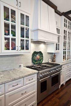 Eider White SW 7014 on kitchen cabinets White Kitchen Cabinets, Kitchen Redo, Home Decor Kitchen, Kitchen Remodel, Kitchen Design, Kitchen Facelift, Blue Cabinets, Kitchen Tables, Kitchen Ideas