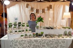 Nice clean display at a craft fair. Risers add height and lights draw attention Market Stall Display, Farmers Market Display, Vendor Displays, Craft Fair Displays, Market Displays, Display Ideas, Market Stalls, Booth Displays, Booth Ideas