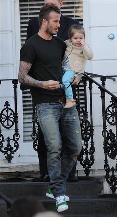 David Beckham wearing RRL jeans David Beckham Style, David Beckham 2018, Fashion Models, Mens Fashion, Style Casual, Men Casual, Street Style Outfits Men, Cool Boys Clothes, Outfits Winter